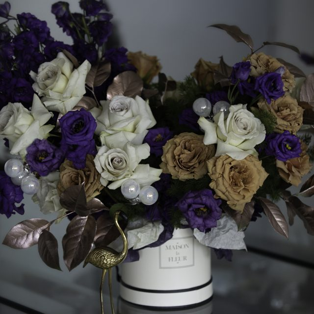 Purple rain - Classic round box with cappuccino roses, garden roses and a touch of bright colored lithiuntus