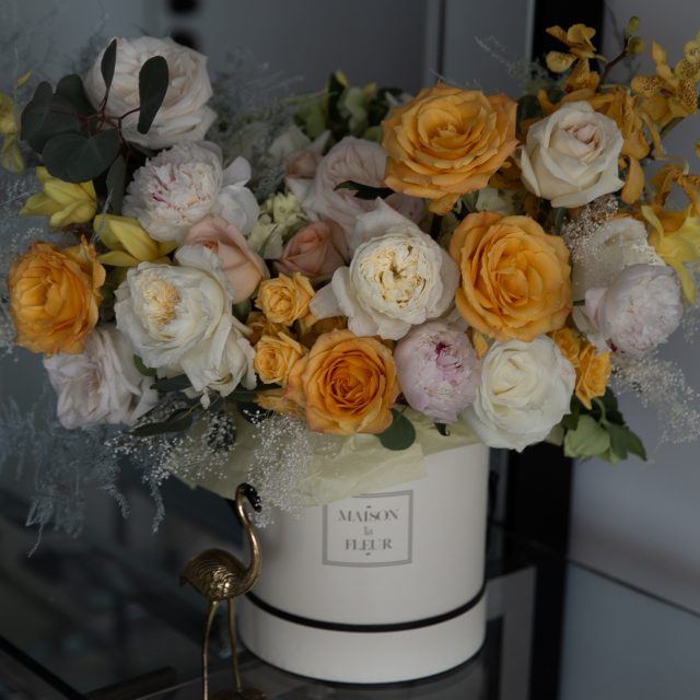 Last days of summer - Round white box with a delicate blend of premium roses, garden roses, spray roses and peonies
