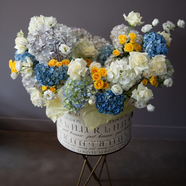 Sky light - Oversized large box with European hydrangea and roses