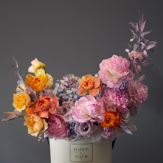Peonies, roses and hydrangea large round box