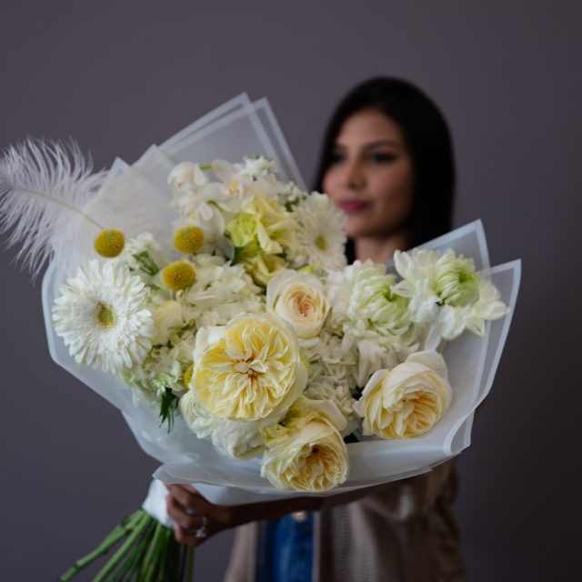 Summer Glow - White and yellow mixed premium bouquet
