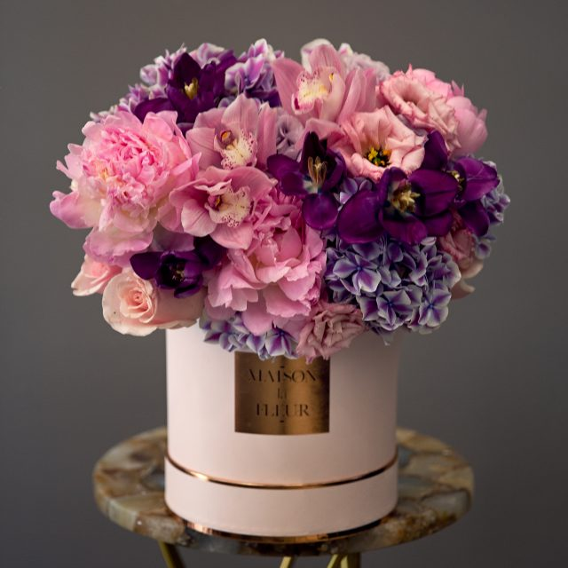 Wonderful day - Classic soft pink round box with hudrangreas, European Lithiantus, premium roses and peonies