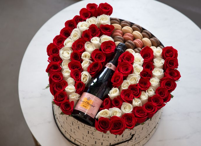White and red roses, champagne and macaroons gift set