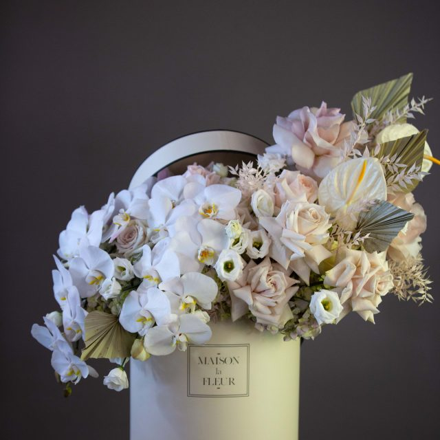 Kissed by a Rose - Beautiful premium roses, orchids, hyadrengeaand lithiantus